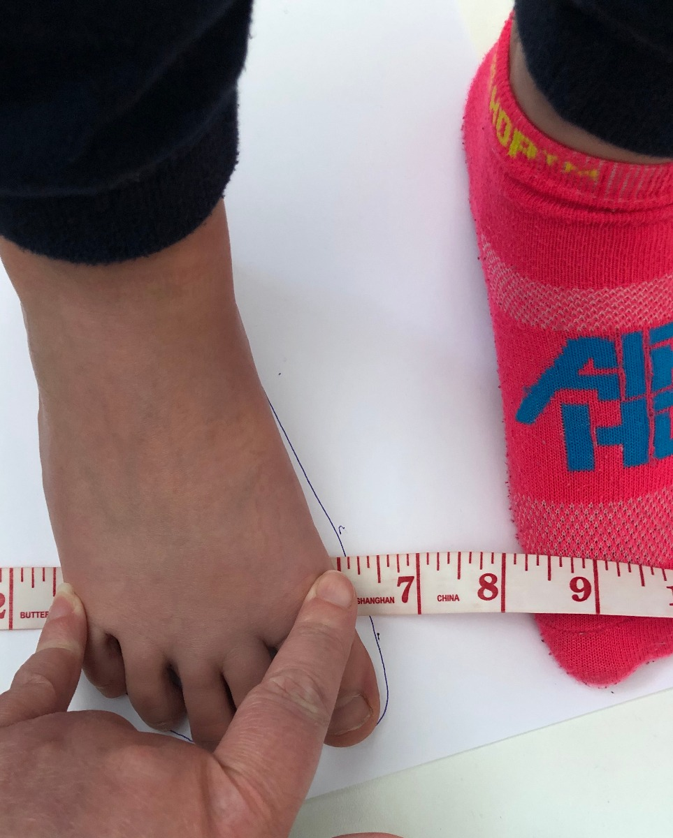 Measure the circumference of the foot from the big toe joint to the little toe joint